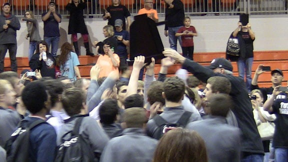 Tuttle wrestling team celebrates receiving trophy at 2015 Dual State Wrestling Tournament in Cushing. OSN Photo.