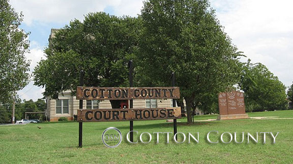 Photo outside Cotton County Courthouse courtesy Exploring Oklahoma History / CC.